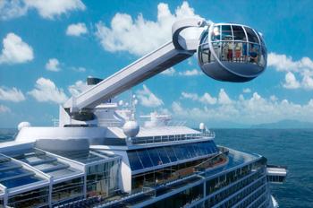 """Augenfälligste Neuerung ist eine Glaskabine namens """"North Star"""", die eine Vogelperspektive auf das Schiff ermöglicht (Foto: Royal Caribbean)"""