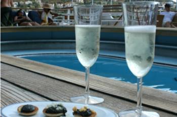 Außer Champagner und einigen weiteren besonders hochwertigen Alkoholika sind fast alle Getränke ab 2014 im Reisepreis inbegriffen (Foto: pg)