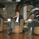 v.lks.: Norbert Stiekema, Executive Vice President Sales & Marketing von Costa, Michael Thamm, CEO der Costa Group und Costa Crociere President Gianni Onorato arbeiten an der Marke Costa