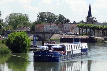 Die Péniche Jeanine bietet Raum für 22 Passagiere (Foto: Croisi Europe)