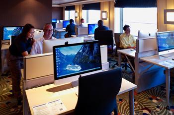 Im Computerraum von Crystal Cruises werden auch Kurse angeboten (Foto: Crystal Cruises)