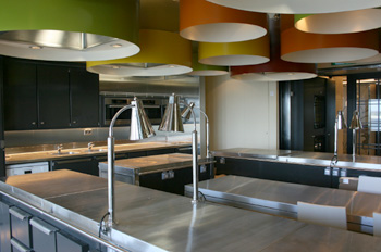 Auf der EUROPA 2 finden regelmäßig Kochworkshops statt (Foto: pg)