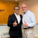 Frank del Rio (lks.) bleibt auch unter Norwegian-Eigentümerschaft CEO von Prestige Cruises International (Foto: Norwegian Cruise Line - Facebookpräsenz)