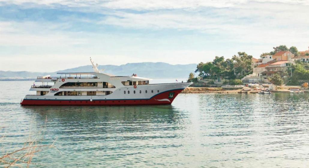 Die PRINCESS fährt für nicko cruises 2022 entlang der kroatischen Küste (Foto: nicko)